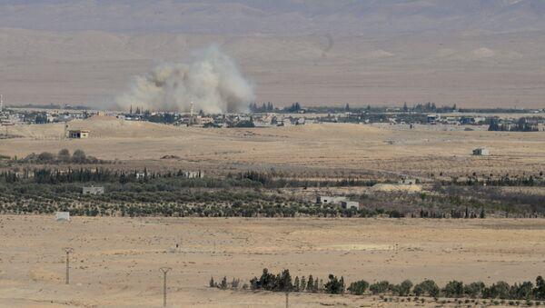 Припадници сиријске војске и добровољци на прилазу граду Карјатејн у сиријској провинцији Хомс - Sputnik Србија