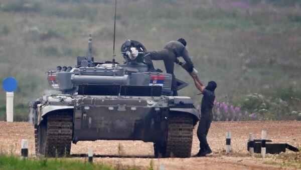 Припадници Војске Србије током прве етапе тенковског биатлона у оквиру Војних игара 2017. на полигону Алабино - Sputnik Србија