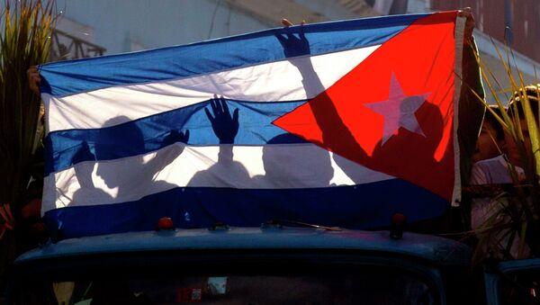 Senke dece na kubanskoj zastavi tokom proslave pobede Kastra i njegove vojske u Regli na Kubi - Sputnik Srbija