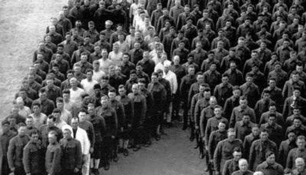 Oficiri odali počast konjima - Sputnik Srbija