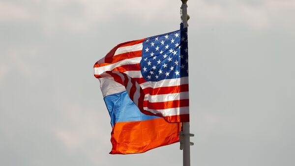 Заставе САД и Русије - Sputnik Србија