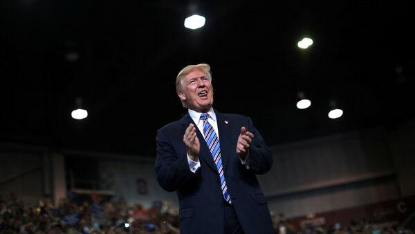 Predsednik SAD Donald Tramp dolazi na miting u Zapadnoj Virdžiniji - Sputnik Srbija