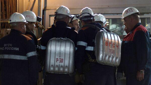 Спасиоци током потраге за рударима - Sputnik Србија