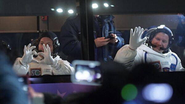 Članovi posade 50. i 51. ekspedicije na Međunarodnu svemirsku stanicu, astronaut Tom Peske i kosmonaut Oleg Novicki pre poletanja - Sputnik Srbija