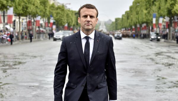 Predsednik Francuske Emanuel Makron dolazi na grob neznanom vojniku u Parizu - Sputnik Srbija