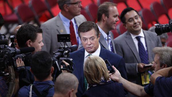 Менаџер Трампове предизборне кампање Пол Манафорт одговара на питања новинара - Sputnik Србија