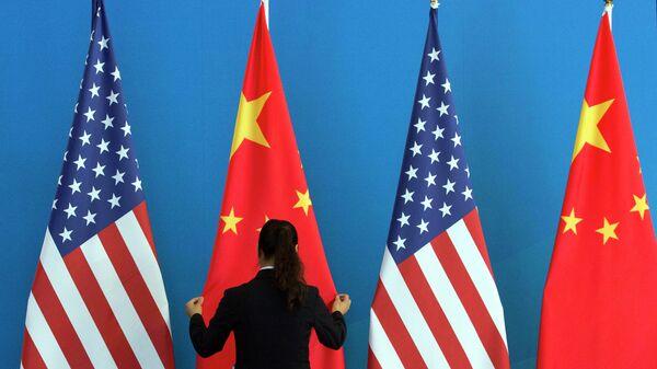 Заставе Сједињених Америчких Држава и Кине - Sputnik Србија