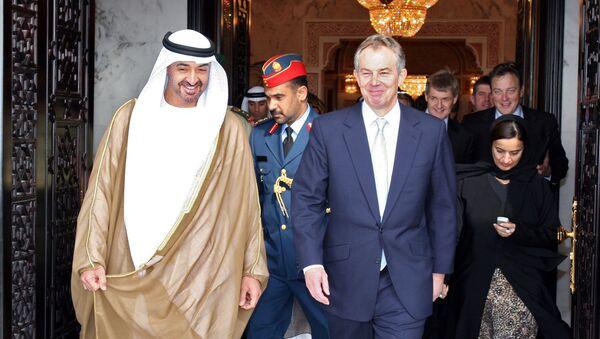 Престолонаследник УАЕ шеик Мухамед бин Зајед ел Нахајан и премијер Велике Британије Тони Блер у Абу Дабију 19. децембра 2006. - Sputnik Србија