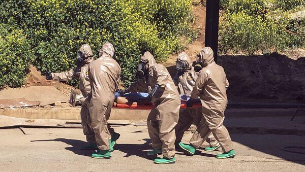 Spasavanje žrtava posle navodog napada hemijskim oružjem - Sputnik Srbija