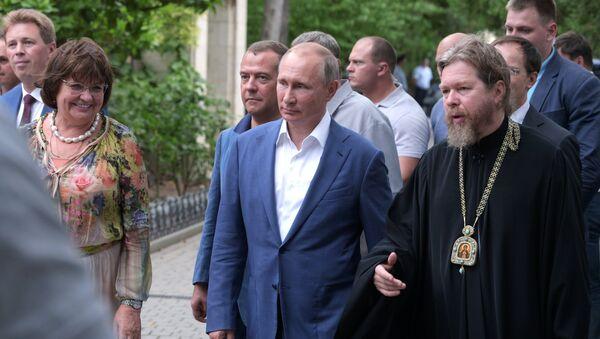 Радна посета председника Русије Владимира Путина и премијера Русије Дмитрија Медведева Севастопољу - Sputnik Србија