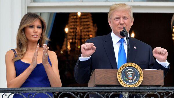 Прва дама и председник САД Меланија и Доналд Трамп на прослави Дана независности у Вашингтону - Sputnik Србија
