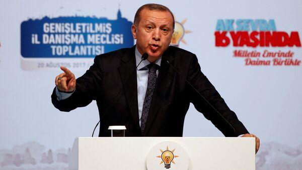 Председник Турске Реџеп Тајип Ердоган на митингу своје странке АКП у Истамбулу. - Sputnik Србија