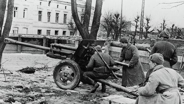 Војници Црвене армије пуцају на непријатеља на прилазу Гдањску - Sputnik Србија