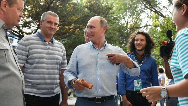Vladimir Putin na Krimu - Sputnik Srbija