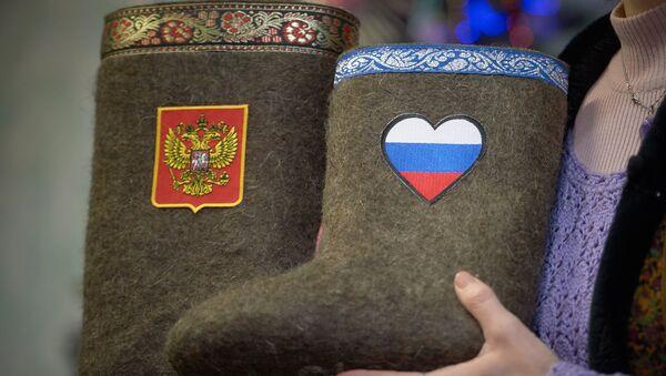 Ruski grb i zastava na čizmama - Sputnik Srbija
