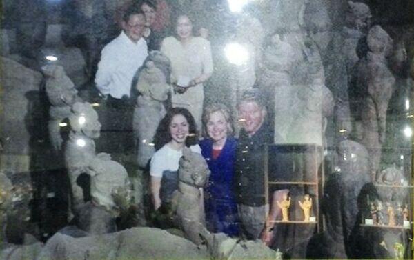 Fotografija porodice Klinton prilikom obilaska Ratnika od terakote kod Siana, provincija Šansi - Sputnik Srbija