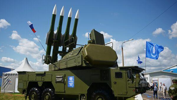 Samohodni artiljerijski raketni sistem Buk-M2E na Međunarodnom vazduhoplovno-kosmičkom sajmu MAKS 2017. - Sputnik Srbija