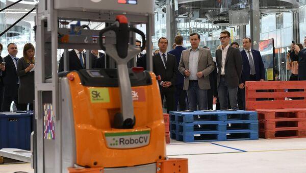 Predsednik RoboCV Sergej Malcev i ruski premijer Dmitrij Medvedev - Sputnik Srbija