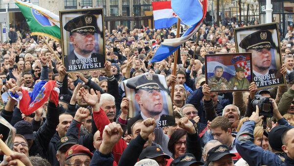 Народ у Загребу са сликама генерала А. Готовине и М.Маркача - архивкса фотографија - Sputnik Србија