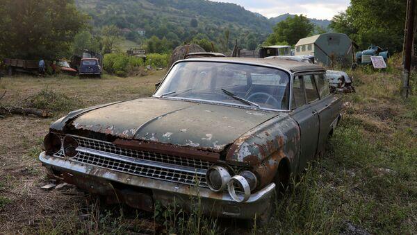 Стари аутомобил у селу Каренатац код Књажевца. - Sputnik Србија