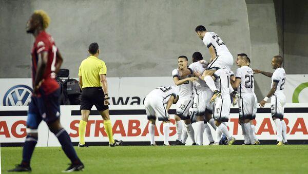 Igrači Partizana proslavljaju pobedu nad Videotonom u Budimpešti - Sputnik Srbija