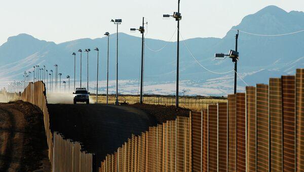 Возило америчке граничне полиције на граници између САД и Мексика - Sputnik Србија