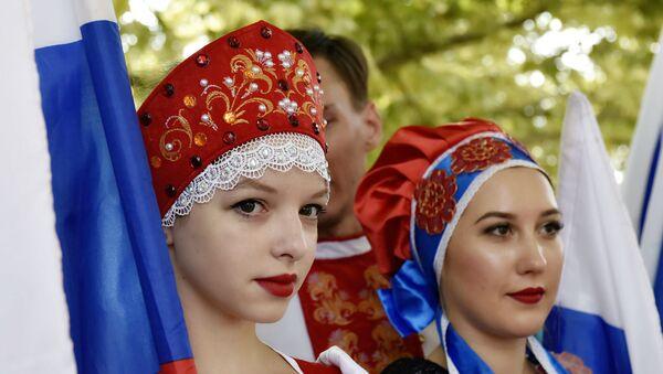 Učesnici obeležavanja Dana državne zastave Ruske Federacije u Simferopolju. - Sputnik Srbija