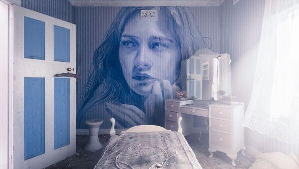Лица атрактивних девојка све чини лепшим: Уметност која оплемењује рушевине - Sputnik Србија