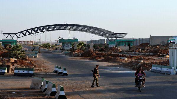 Motociklista na sirijsko-jordanskom graničnom prelazu Nasib u provinciji Dera - Sputnik Srbija