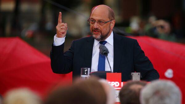 Кандидат Социјалдемократске партије Немачке Мартин Шулц током предизборне кампање у Хамбургу - Sputnik Србија
