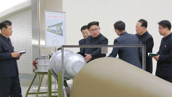 Севернокорејски лидер Ким Џонг Ун даје упутства за нуклеарни програм у Пјонгјангу - Sputnik Србија