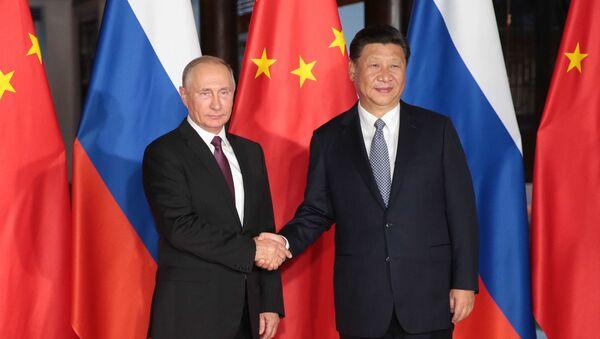 Predsednik Rusije Vladimir Putin i predsednik Kine Si Đinping na marginama samita BRIKS-a - Sputnik Srbija