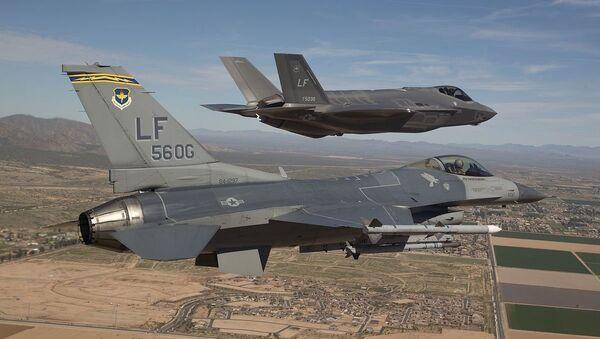 Авиони Ф-16 и Ф-35 - Sputnik Србија