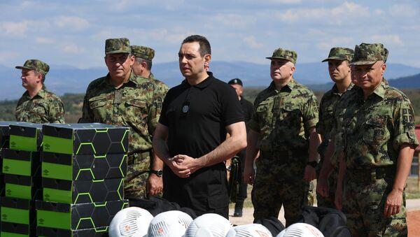 Ministar Aleksandar Vulin sa vojnicima VS - Sputnik Srbija