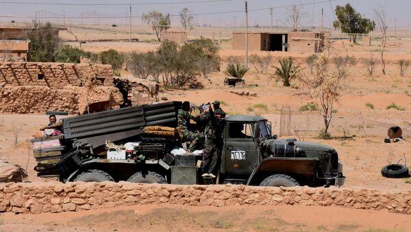 Сиријске владине снаге држе положаје у близини села Малеха северно од Дејр ел Зора - Sputnik Србија