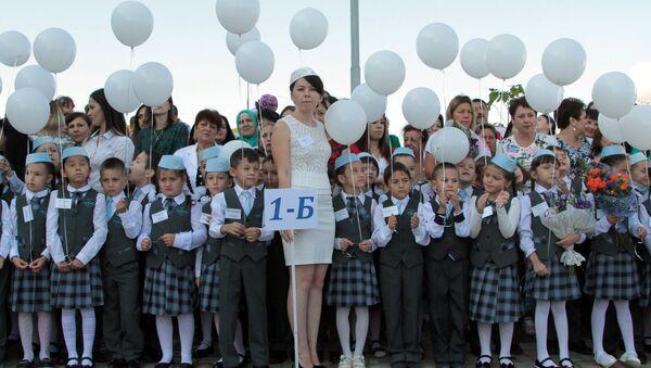 Učenici prvog razreda škole u Simferopolju - Sputnik Srbija