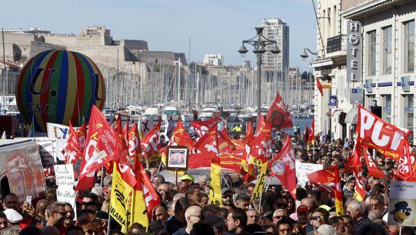 Протест радника у Марсеју - Sputnik Србија