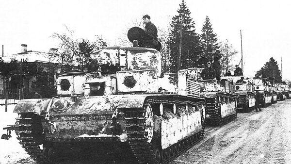 Kolona tenkova T-28. - Sputnik Srbija