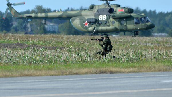 Vojnik na zajedničkim strateškim vojnim vežbama Rusije i Belorusije Zapad 2017 - Sputnik Srbija