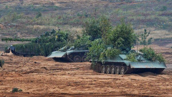 Ремонтно-евакуациона возила БРЕМ-1 током заједничких војних вежби Русије и Белорусије у Лењинградској области - Sputnik Србија