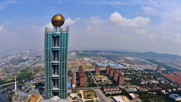 "Na ovoj fotografiji snimljenoj iz vazduha 25. septembra, vidi se hotel ""Longsi Internešnal, visok 328 metara. U njegovu izgradnju uloženo je 470 miliona dolara. - Sputnik Srbija"