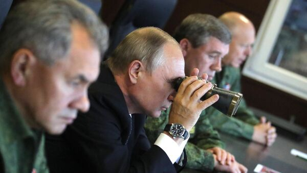 Ruski predsednik Vladimir Putin na vojnim vežbama Zapad 2017 - Sputnik Srbija