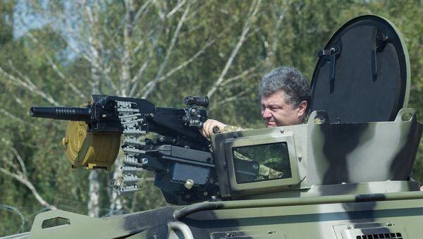 Председник Украјине Петро Порошенко током посете оперативној бригади Националне гарде Украјине - Sputnik Србија