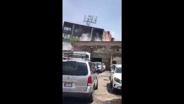 Снимак рушења зграде у Мексико Ситију након земљотреса јачине 7,1 степени - Sputnik Србија
