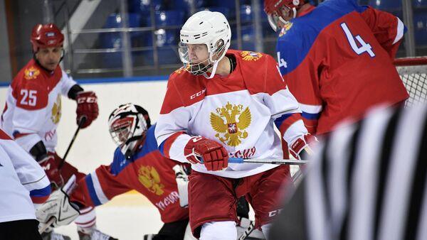 Ruski predsednik Vladimir Putin održao je trening hokeja u Sočiju - Sputnik Srbija