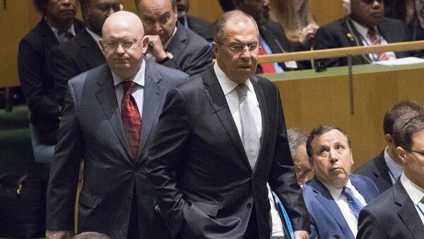 Министар спољних послова Русије Сергеј Лавров и амбасадор Русије у УН Василиј Небензја долазе на заседање Генералне скупштине УН - Sputnik Србија
