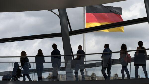 Posetiteli v zdanii Reйhstaga v Berline, Germaniя. Arhivnoe foto - Sputnik Srbija