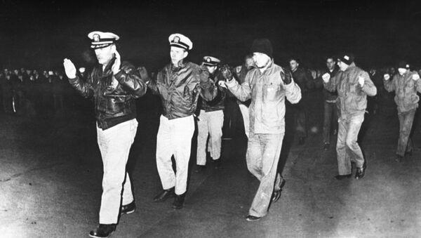 Članovi posade američkog izviđačkog broda Pueblo koji je zadržala Ratna mornarica Severne Koreje. - Sputnik Srbija