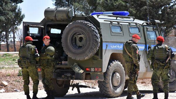 Припадници руске војне полиције у сиријском граду Манбиџ - Sputnik Србија