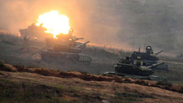Tenkovi T-72B3 na poligonu u Minskoj oblasti tokom strateških vojnih vežbi Zapad 2017 - Sputnik Srbija
